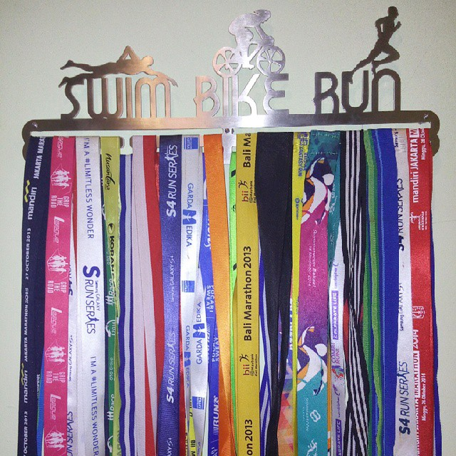 MEDAL-HANGER-SWIM-BIKE-RUN-TRIATHLON
