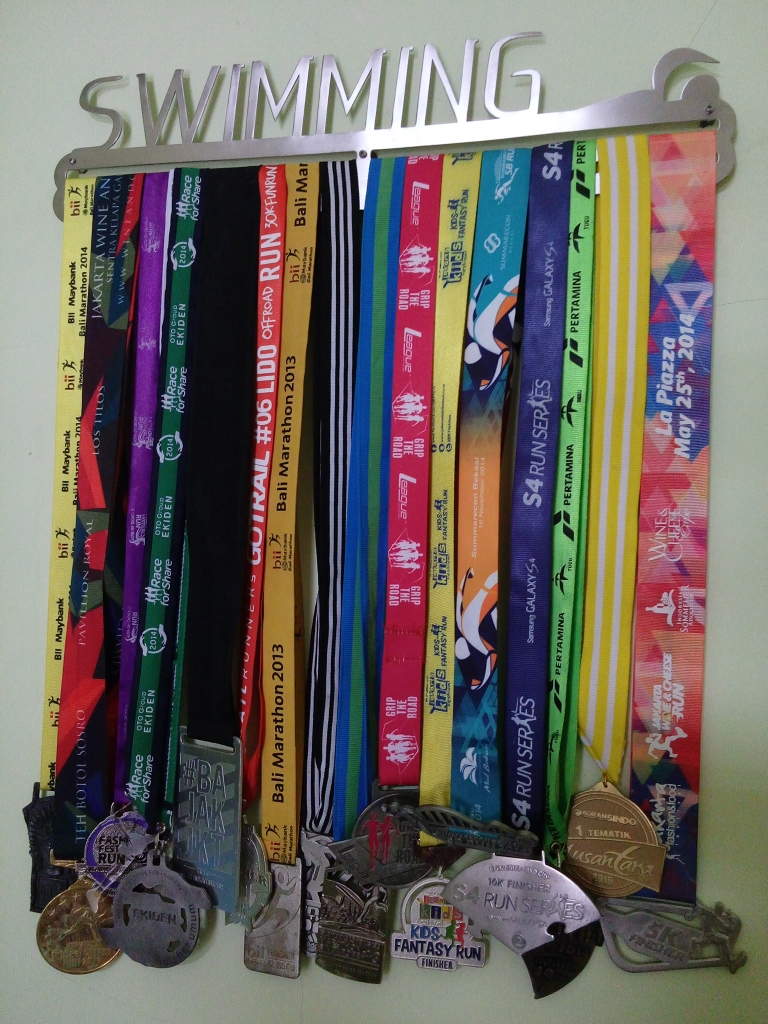 MEDAL HANGER - SWIMMING