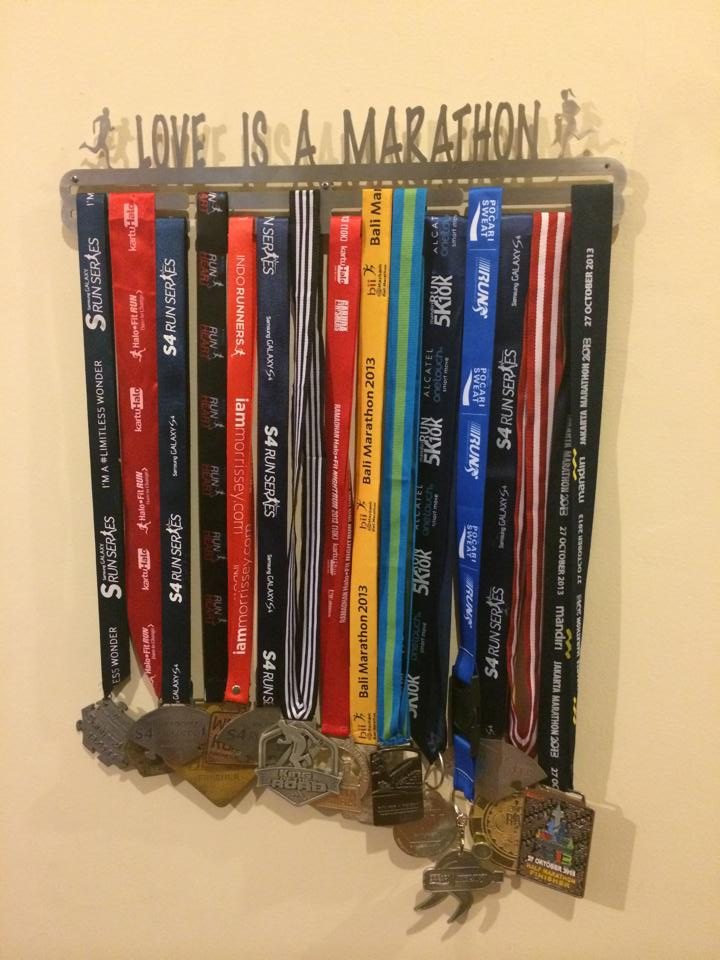 MEDAL_HANGER_LOVE_IS_A_MARATHON